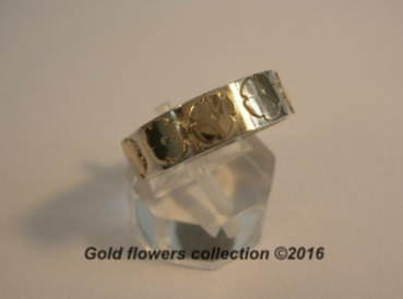 Gold flowers on a silver band