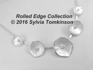 Rolled edge 5 flower necklace